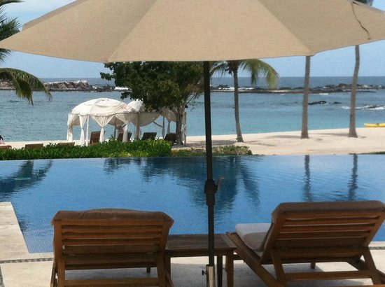 The St. Regis Punta Mita Resort: Pool &amp; Beach View